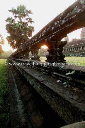 47 - Angkor Wat, Kambodza Terveiset Päiväntasaajalta Angkor Wat, Kambodza: Näiden auringon kultaamien temppeleiden ympäröimänä tajusin, että minun paikkani on maailmalla. Bussimatka läpi Kambodzan oli vain alkusoittoa tälle suurelle intohimolle, jota matkusteluksi kutsumme.