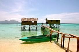 50 - Borneo, Malesia Urbaani viidakkoseikkailijatar Borneo, Malesia: Sukellusreissu vei pikkuruiselle saarelle Malesian Borneolla. Saarella asuu vain muutama perhe ja elämä paratiisisaarella on autenttista ja yksinkertaista. Palmut huojuvat tuulessa, lapset leikkivät simpukoilla ja veden väri liukuu läpinäkyvästä turkoosin kautta siniseen.