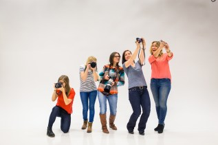 Vuoden 2017 Travel Bloggers Give Back -kampanjan järjestäjinä toimivat Inka Khanji (vas.), Maarit Hirvonen, Elina Mälkiä, Milla Himberg ja Sanna Kanninen.