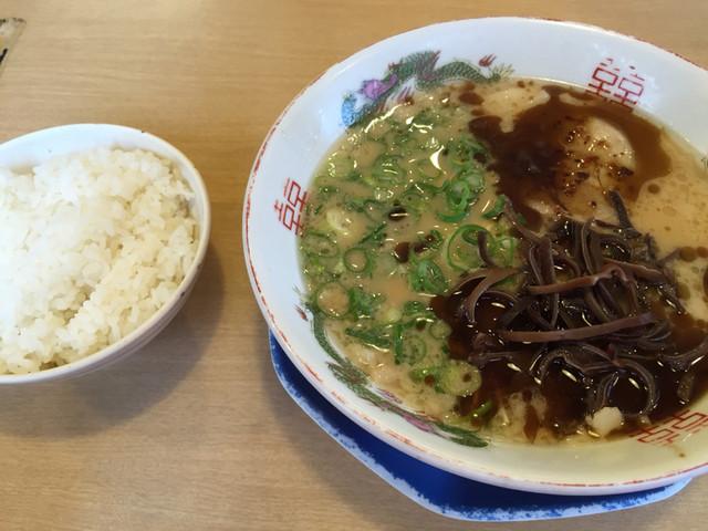 博多金龍 錦町店のラーメン