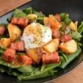 温泉卵と法蓮草のジャーマンサラダ