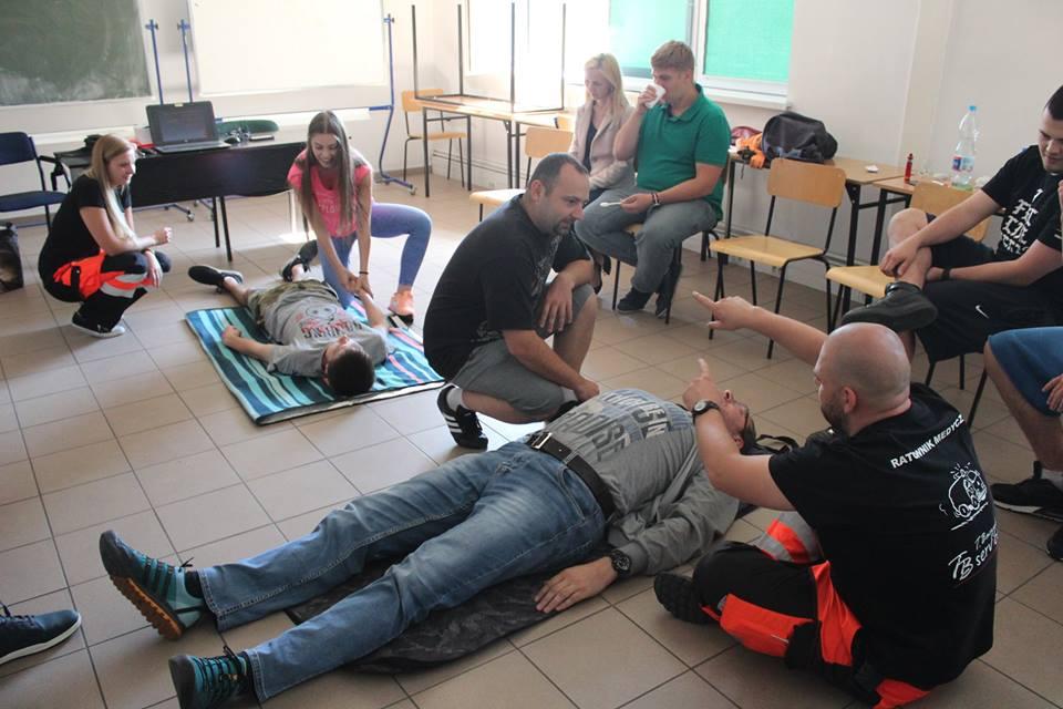 szkolenia z zakresu udzielania pierwszej pomocy