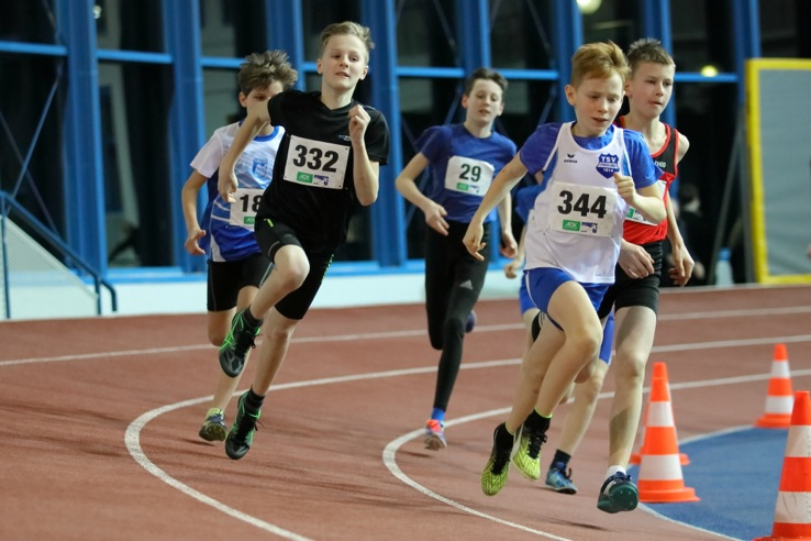 Landeshallenmeisterschaft der Leichtathleten - Malte Propp und Chiara de Cahsan holen Titel