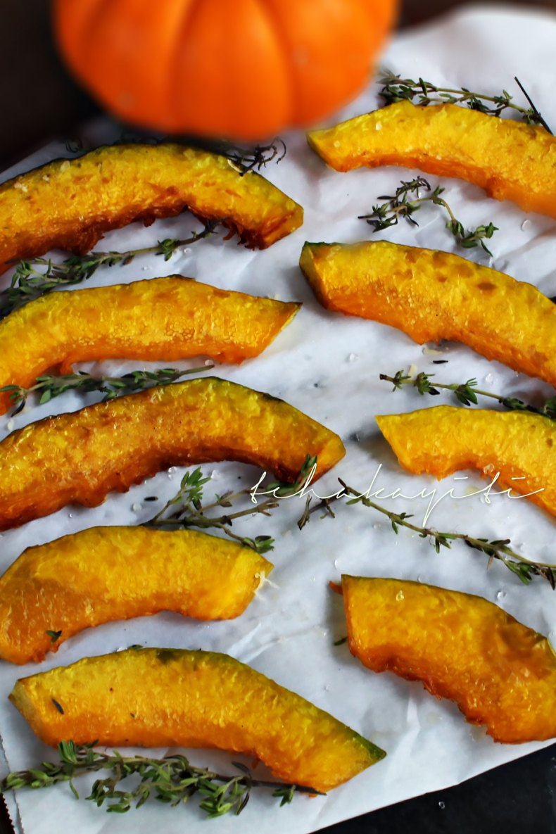 These giraumon, Haitian pumpkin fries are delicious when sprinkled with salt, thyme and grated cheese | tchakayiti.com