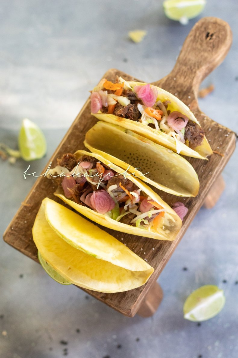 These breadfruit taco shells are crispy, crunchy and a great substitute for the traditional crispy corn taco. Plus they're easy to make. | tchakayiti.com