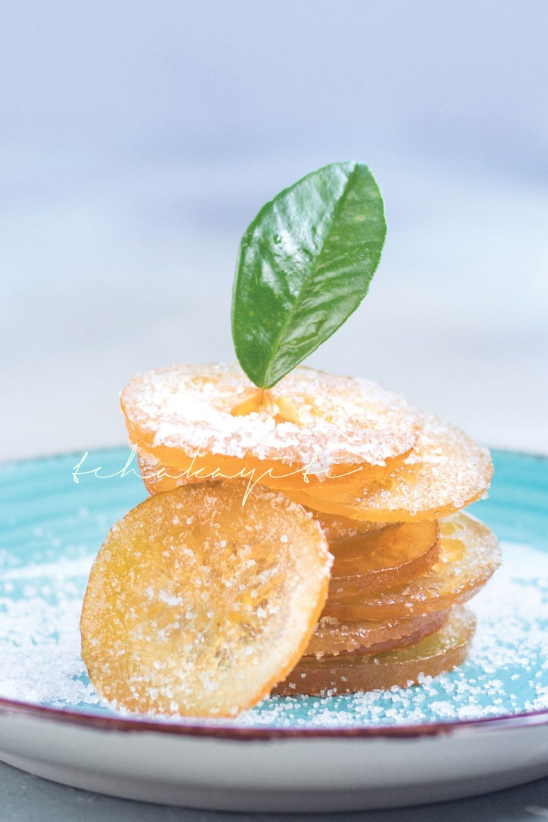 These candied citrus peel and slices are amazing. You will want to eat them like candy. | tchakayiti.com