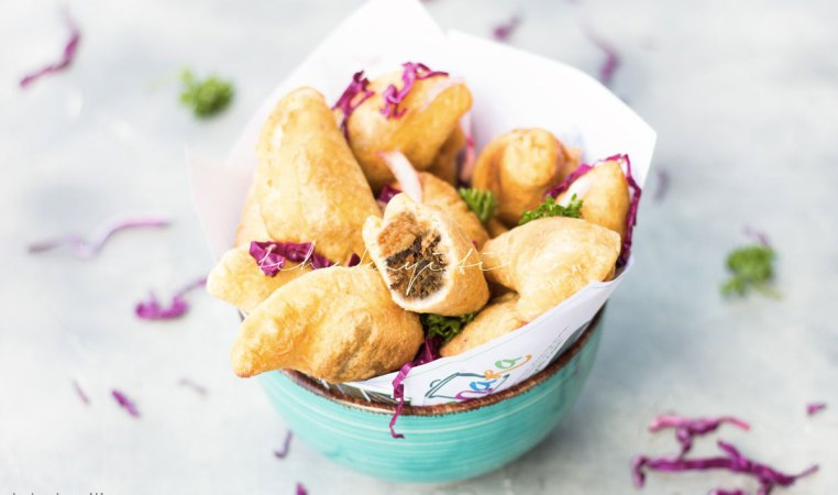 Haitian pate kode are similar to the Hispanic empanadas. These are stuffed with spicy salted smoked herring. | tchakayiti.com