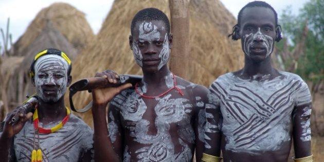 Rite d'initiation peuple Karo en Ethiopie