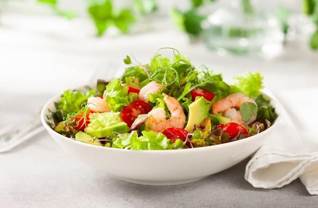 salade d'avocat au crevette