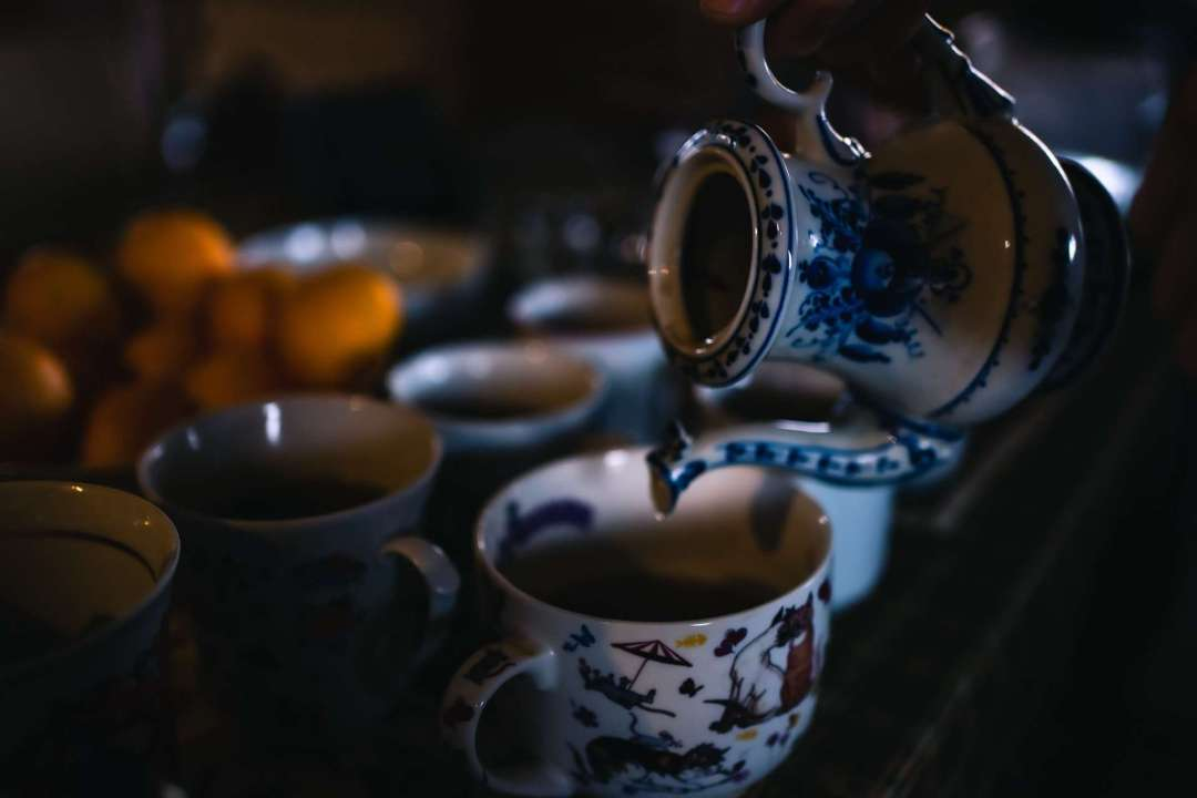 10 Tea Experiences Around the World You Shouldn't Miss - Photo of pouring dark tea