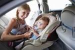 車に赤ちゃんを乗せてドライブする際の注意点やおすすめなグッズは?