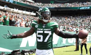 C.J. Mosley celebrates a TD scored off an interception for the Jets in 2019