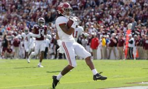 Jaylen Waddle scores a touchdown for alabama