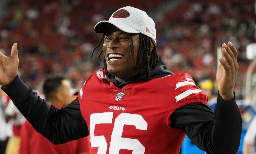 Reuben Foster celebrates during the 4th quarter against Rams