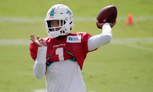 Tua Tagovailoa throws a pass at Dolphins training camp