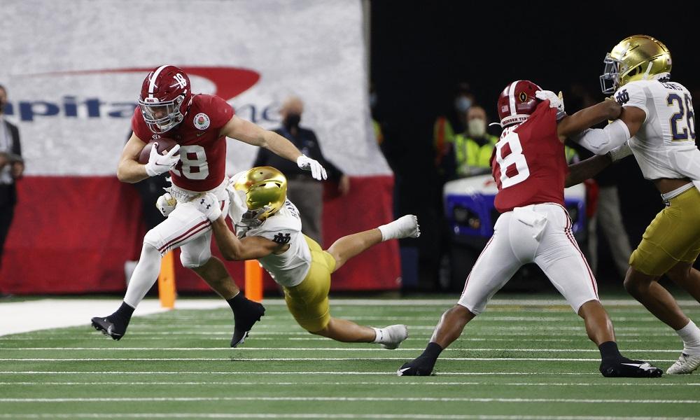 Slade Bolden makes a catch for Alabama versus Notre Dame in Rose Bowl Game