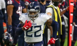 Derrick Henry past a Texans defender