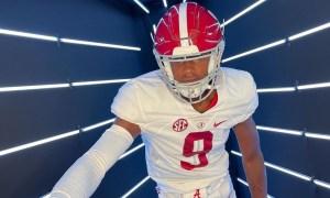 Amari Niblack sits in wide receiver stance during Alabama visit