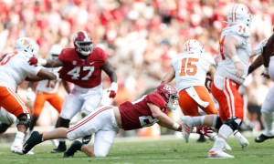 Drew Sanders with a tackle for Alabama in its game versus Mercer