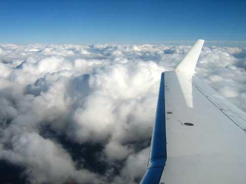 Nubes vistas desde la ventanilla del avión