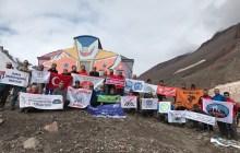 Bursa İl Temsilciliği Kazbek Dağı Zirve Tırmanışı'nı başarıyla gerçekleştirdi.