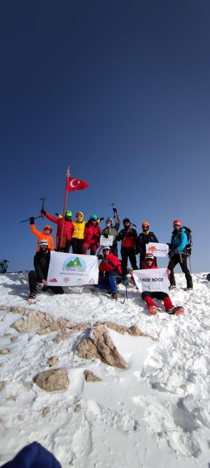 İstanbul Doğa Sporları Kızlarsivrisi Dağı kış tırmanışını gerçekleştirdi.