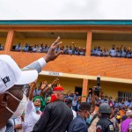 Lagos Governor Greeting Pupils - TDPel News