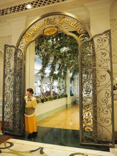 香港ディズニーランドホテル エンチャンテッド・ガーデン・レストラン エントランス