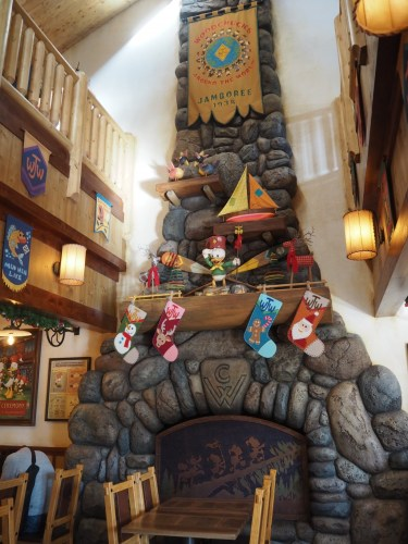 キャンプ・ウッドチャック・キッチン クリスマス 暖炉