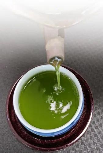非常に濃厚なグリーン色が特徴のあさつゆ。