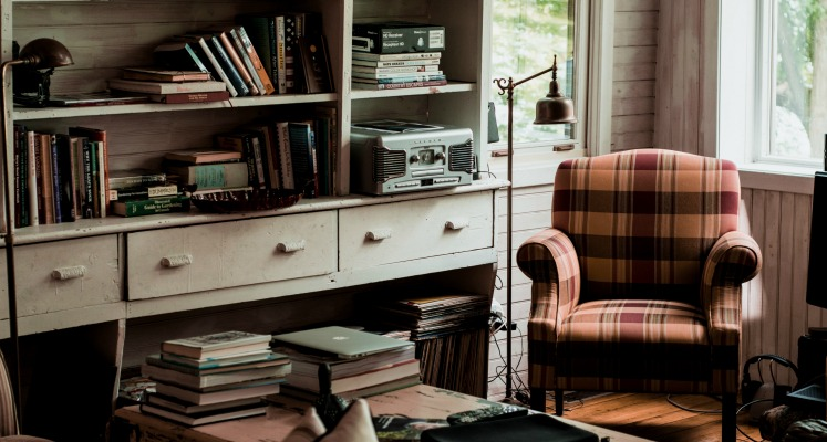 If you own too many books, this guide to decluttering your bookshelves is exactly what you need.