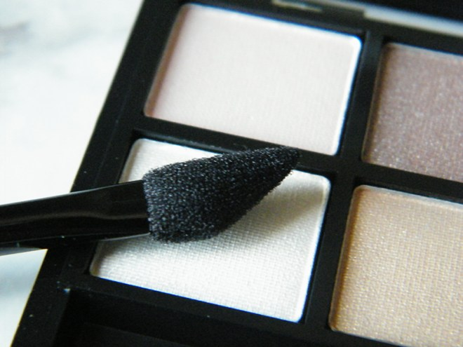 Annabelle Smokey Nudes Eyeshadow Palette Sponge Applicator