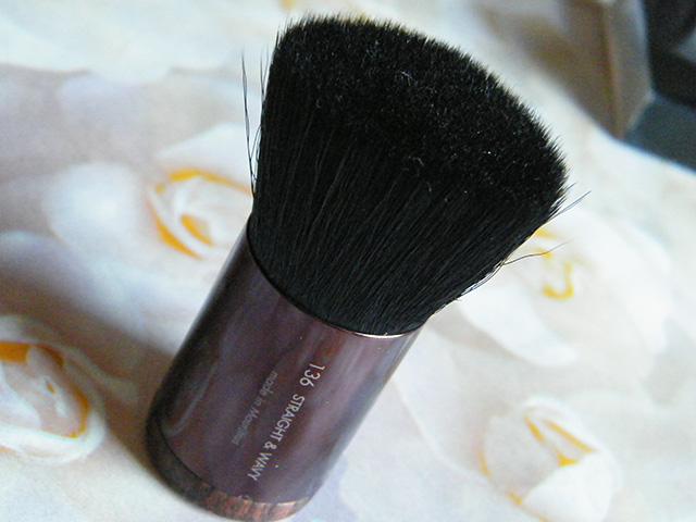 MUFE Brush 136 Straight and Wavy