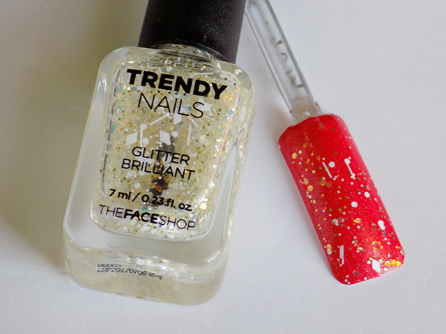 thefaceshop the face shop Trendy Nails Glitter GLI001 swatch