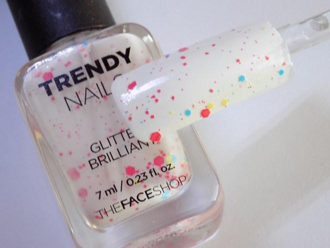 thefaceshop Trendy Nails Glitter GLI030 bottle swatch stick