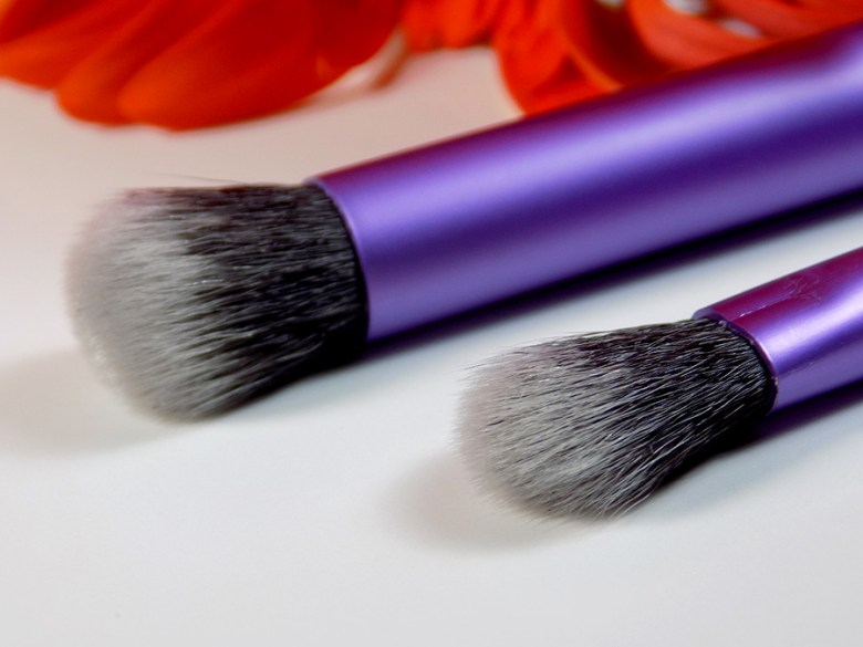 Real Techniques Eye Shade and Blend Duo by Sam and Nic Review - Brushes