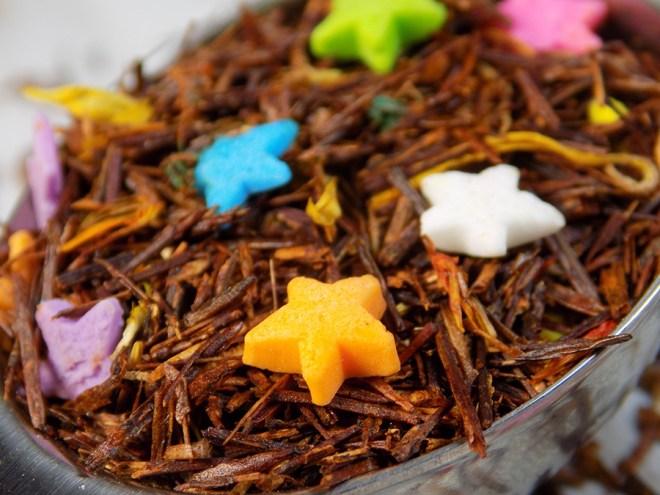 Tickled Tea Vanilla Cupcake Tea Review - Loose Tea Macro