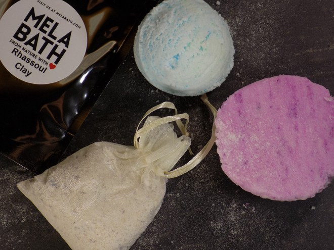 MELA Bath - White Tea and Ginger bath bomb - Ice Cream Scoop - Oatmeal Tea Bath Soak