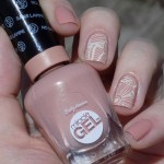 Sally Hansen Miracle Gel 184 Frill Seeker - Swatches stamped with Mundo de Unas Bone and BP115 stampping plate sunlight