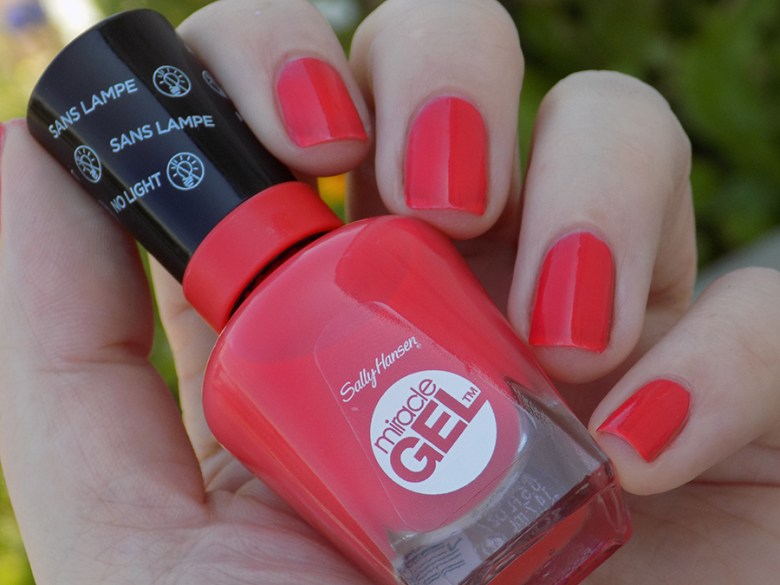 Sally Hansen Miracle Gel 409 World Wide Red - Swatch Shade