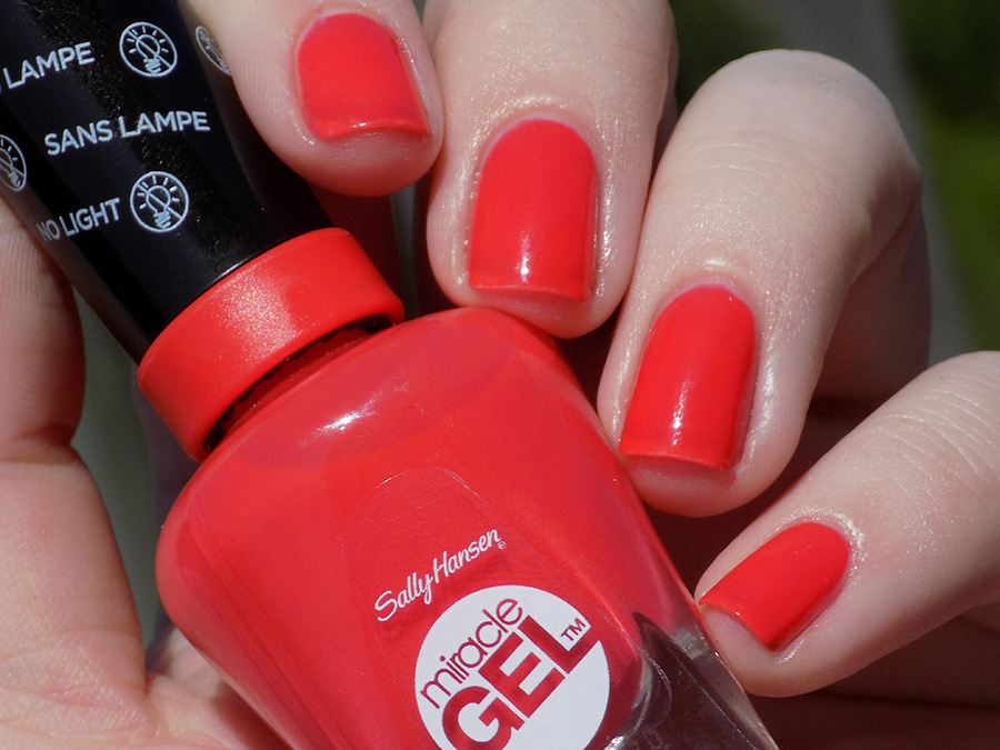 Sally Hansen Miracle Gel World Wide Red (409) Swatches and