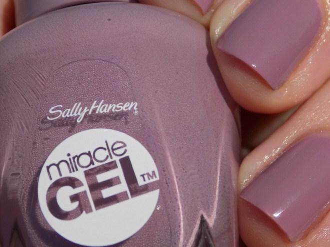 Sally Hansen Miracle Gel 559 Street Flair Swatches Full Sunlight Closeup