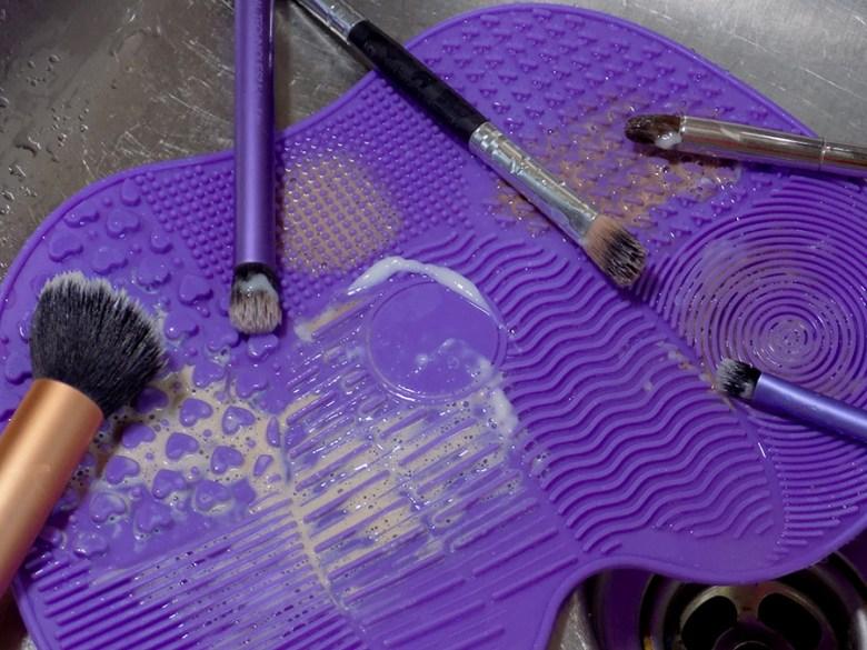 Avon Makeup Brush Cleaning Mat - Various Brush Sizes