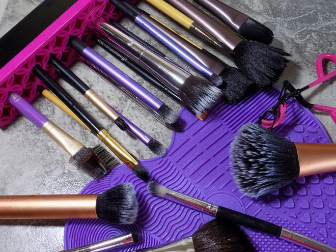 Avon Makeup Brush Cleaning Mat and Brush Holder