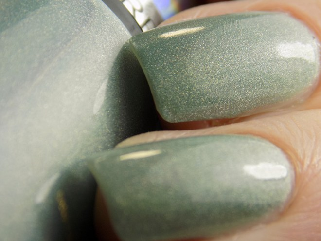 Revlon Fairy Dust HoloChrome Polishes Swatch Macro in artificial light