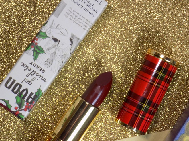 Avon Canada Iconic Lipsticks Holiday Collection 2018 - Sugar Plum - Red Plaid Cover