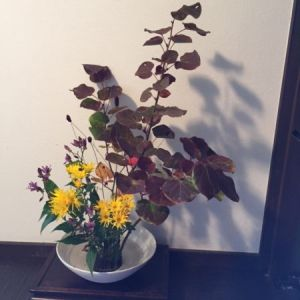 Ikebana Experience by Ikebana master of Misho school in Japan