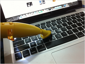 how to clean the keyboard with vaccum