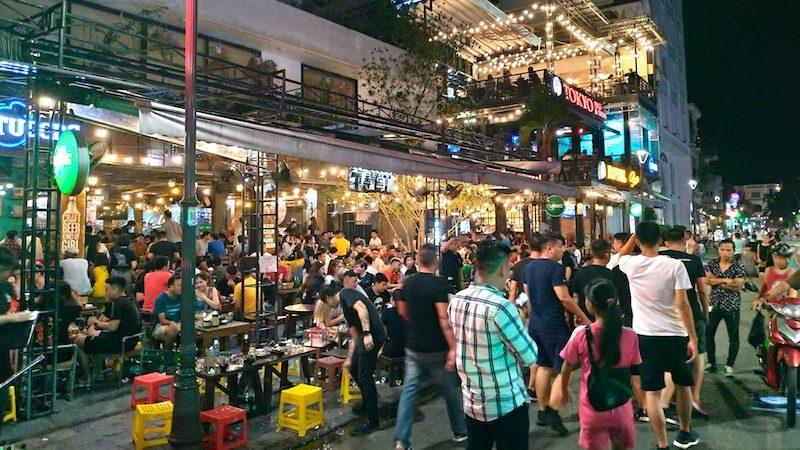【ベトナム】古都フエでおすすめの大人気パブレストラン「Ta Vet Coffee & Pub」