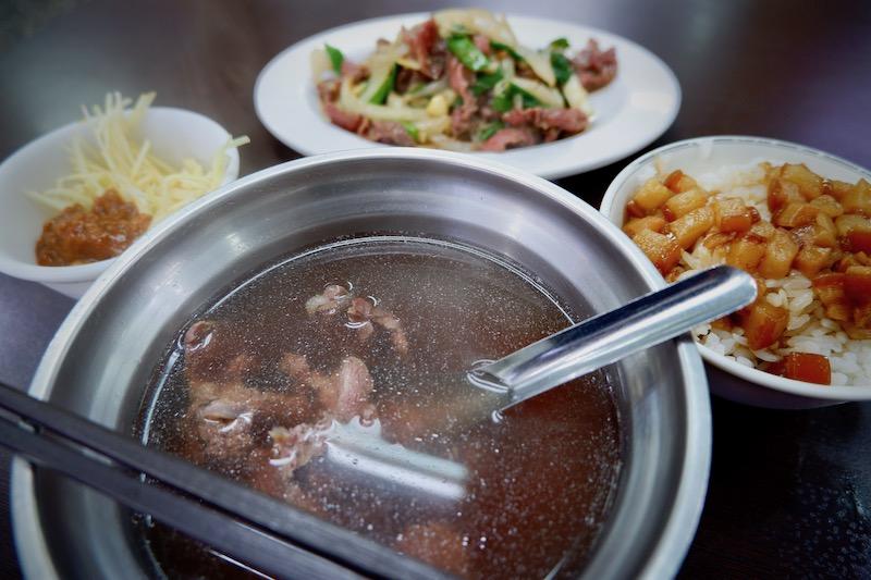 【台湾】台南名物の牛肉湯ディナー「阿財牛肉湯」
